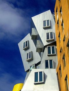 Stata Center, MIT, Cambridge, MA by Frank Gehry, 2004 [photo by GrumpyHumpy]