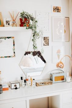 DECO Wohnkultur Ideen Schlafzimmer Schlafzimmer Dekor mit Spiegel Most of us simply don't have time Cute Room Ideas, Cute Room Decor, Room Ideas Bedroom, Bedroom Decor, Design Bedroom, Bedroom Inspo, Bedroom Beach, Mirror Bedroom, Dream Bedroom