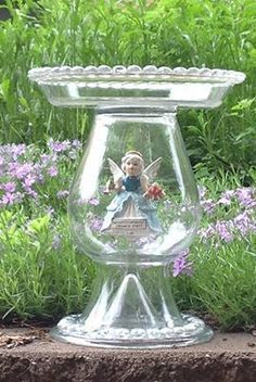 Old glass candy dishes repurposed as bird feeders Source Oh my! This is my absolute dream --to have something this fabulous as the... Glass Bird Bath, Diy Bird Bath, Glass Birds, Glass Flowers, Birdbath Diy, Glass Candy, Garden Whimsy, Garden Deco, Garden Fun