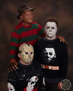 Ich als Fan von Horrorfilmen finde diese von 80er-Slasher-Movies inspirierten Strickpullis extremst geil. Es gibt ein Mol für Freddy Krueger (Nightmare On Elmstreet), Michael Myers (Halloween) und Jason (Freitag der 13te). Bald erhältlich bei Middle of Beyond, die auch sonst schicke Sweater haben. Die rot-grüne Kombination bei Freddys Pulli wurde damals übrigens extra von Wes [ ]