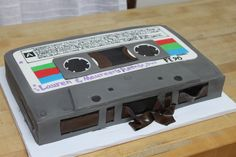 tape cake - for my Dad! Music Themed Cakes, Music Cakes, Dj Cake, Cupcake Cakes, Cupcakes, 40th Birthday Cakes, 40th Birthday Parties, Record Cake, Turntable Cake