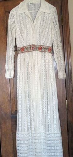 Ivory,  lace long dress - size 12 (see measurements -runs small) VINTAGE #JOHNCaliforniaVintage #ShirtDressFloorLength #Formal