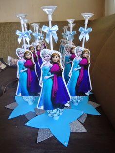 40 ideias para festa Frozen - Dicas pra Mamãe Frozen Themed Birthday Party, Elsa Birthday, Disney Frozen Birthday, Birthday Party Themes, Frozen Party Decorations, Birthday Decorations, Frozen Princess, Elsa Frozen, Frozen Cake Pops