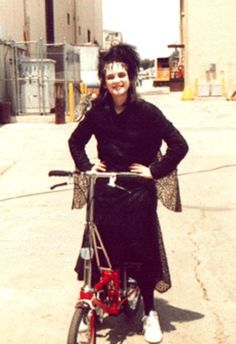 Winona Ryder behind the scenes of Beetlejuice in Winona Ryder, Alec Baldwin, Michael Keaton, Dramas, Lydia Beetlejuice, Doctor Who Cosplay, Winona Forever, My Guy, Movies And Tv Shows