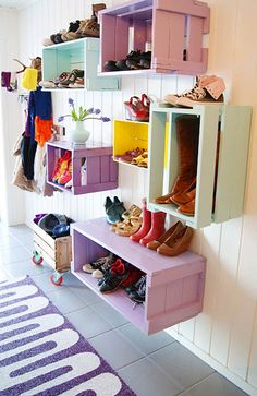 52 Ideas Shoe Storage Boxes Crate Shelves For 2019 - Home Dekor Wooden Crates Shoe Storage, Outdoor Shoe Storage, Wooden Crate Shelves, Old Wooden Crates, Closet Shoe Storage, Hallway Storage, Ikea Storage, Crate Storage, Storage Hacks