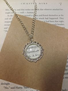 Charme de « Serdaigle » collier Harry Potter issu du livre pages
