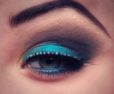 Turquoise & smokey eye with lashes http://www.makeupbee.com/look_Turquoise--smokey-eye-with-lashes_43018