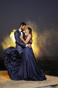 """Photo from R&R Photography """"Wedding photography"""" album Photo Poses For Couples, Indian Wedding Couple Photography, Wedding Couple Poses Photography, Wedding Reception Photography, Wedding Couple Photos, Indian Wedding Poses, Indian Wedding Receptions, Pre Wedding Poses, Pre Wedding Photoshoot"""
