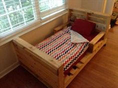 Diy toddler Bed Awesome Pallet toddler Bed Plans – All About DIY Recycled Pallets, Old Pallets, Wooden Pallets, Wooden Diy, Recycled Crafts, Pallet Wood, Pallet Toddler Bed, Pallet Dog Beds, Pallet Lounge