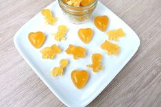 Sooth a sore throat and eliminate cold and flu symptoms with this easy, DIY cold remedy! This sore throat soothing gummies recipe has only four ingredients- lemon, honey, ginger and gelatin! Perfect for kids and adults! Cold And Cough Remedies, Flu Remedies, Toddler Sore Throat Remedies, Natural Remedies, Natural Treatments, Toddler Cough, Sick Toddler, Ginger And Honey, Honey Lemon