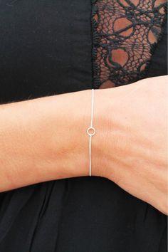 Avoir un bracelet tout simple et discret - bracelet argent minimaliste - Pretty Wire