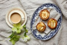 petite kitchen: brown butter apple and nutmeg cakes
