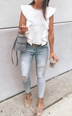 Clothing white shirt, skinny jeans, and sandals. ClothingSource : white shirt, skinny jeans, and sandals. Dressy Outfits, Mode Outfits, Fashion Outfits, Chic Outfits, Jean Outfits, Dressy Jeans Outfit, Casual Chic, Casual Wear, Classy Chic