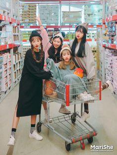 Marishe Korean Fashion Similar Look I Pin By Aki Warinda – Fashion Korean Photo, Cute Korean, Korean Girl, Asian Girl, Mode Ulzzang, Ulzzang Korea, Ulzzang Girl Fashion, Korean Best Friends, Girl Friendship