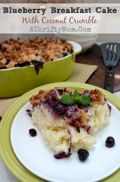 Blueberry Breakfast Cake with Coconut Crumble #recipe #Breakfast - Easy to make breakfast cake that you can enjoy that day or the next! Blueberry Oatmeal Muffins, Blueberry Breakfast, Breakfast Cake, Breakfast Recipes, Crumble Recipe, Crumble Topping, Easy To Make Breakfast, Good Food, Yummy Food