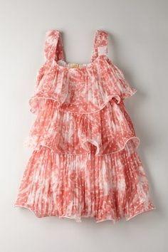 Un vestido lleno de color es ideal en verano.