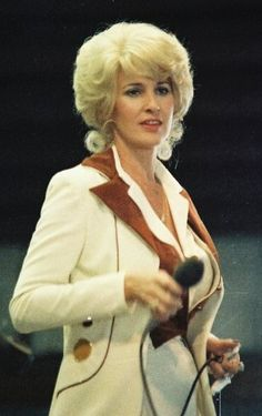 Find Tammy Wynette bio, music, credits, awards, & streaming links on AllMusic - One of the great country singers of the and… Country Female Singers, Country Western Singers, Country Music Artists, Country Music Stars, Country Songs, Tanya Tucker, Tammy Wynette, Loretta Lynn, George Jones