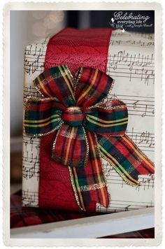 Kerst verpakking in schotse ruit (Dutch translation: Christmas packaging in Scottish Tartan)