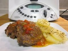 Carrilleras en salsa Thermomix Vitamix Recipes, Meat Recipes, Recetas Monsieur Cuisine Plus, Tasty, Yummy Food, Barbacoa, Kitchen Recipes, Meatloaf, Food Inspiration