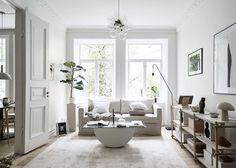 A cozy apartment with a minimalist bedroom Elegant Home Decor, Elegant Homes, Interior Styling, Interior Design, Modern Interior, Living Room White, Scandinavian Interior, Scandinavian Style, Nordic Style