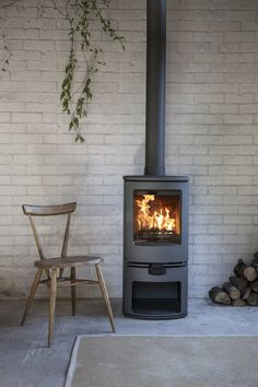 The Charnwood Arc is a revolutionary new multi-fuel stove. It simplifies the process of burning wood & smokeless fuels, the benchmark of modern stoves. Wood, Home, Hearth, Fireplace Hearth, New Homes, Multi Fuel Stove, Modern Stoves, Stove, Wood Burning