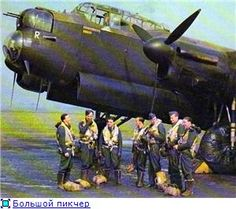 A rarely seen WW2 colour photo of a 50 squadron Lancaster crew at Swinderby in 1942.