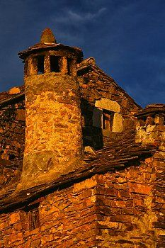 Spain, Province of Huesca, Puertolas, stone house in mountain village Bestue