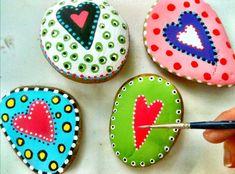 Blooming on Bainbridge: Mod Podge Painted Rocks Pebble Painting, Pebble Art, Stone Painting, Diy Painting, Stone Crafts, Rock Crafts, Arts And Crafts, Painted Rocks, Hand Painted