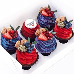 Treat Your Special Someone to the Sweetest Desserts This Valentine's Day - New ideas Fancy Cupcakes, Yummy Cupcakes, Pretty Cakes, Cute Cakes, Mini Cakes, Cupcake Cakes, Cupcake Recipes, Dessert Recipes, Cupcakes Decorados