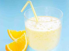 Appelsiini-viljasmoothie Glass Of Milk, Smoothies, Pudding, Drinks, Desserts, Foods, Snacks, Smoothie, Drinking