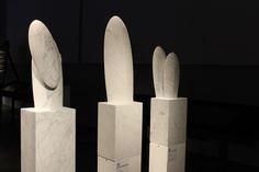 Le mani Eccellenze in Versilia Evocazioni - Arte e Design nel marmo. Le opere sono dell'artista Nicolas Bertoux. Tutte le info sulla mostra al link www.musapietrasanta.it/content.php?menu=eventi&nid=71