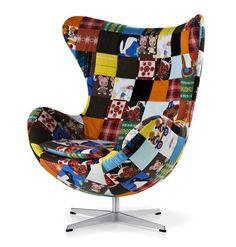 50 anos de um bem sucedido projeto de design: a Egg Chair continua mais contemporânea do que nunca. Cai bem em quase todos os estilos de decoração, e nas suas mais variadas releituras – em termos de tecidos. Busque inspiração nessa interessante mostra no MuBE.