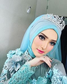 NoviArtamin (@noviartamin) • Foto dan video Instagram Bridal Hijab, Hijab Bride, Wedding Hijab, Girl Hijab, Wedding Makeup, Wedding Dresses, Muslimah Wedding Dress, Hijab Style Dress, Malay Wedding Dress