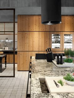 Solid wood fitted kitchen NATURAL SKIN by Minacciolo | #Design Silvio Stefani, R Minacciolo #kitchen #wood