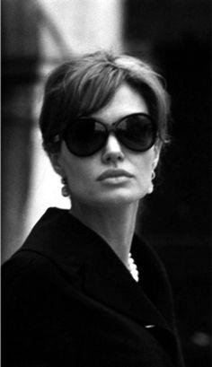 Belle of the bun Brad Pitt And Angelina Jolie, Jolie Pitt, Divas, Beautiful People, Beautiful Women, Hollywood Celebrities, Movie Stars, Persona, Fashion Beauty