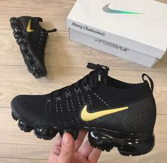 Shop Wmns Air VaporMax Flyknit 2 'Metallic Gold' - Nike on GOAT. Black Nike Shoes, Nike Air Shoes, Nike Air Vapormax, Cute Sneakers, Shoes Sneakers, Sneakers Fashion, Fashion Shoes, Fashion Outfits, Nike Gold