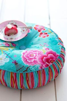 PIP STUDIO I have the cushion... I want the cake