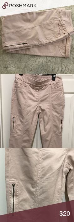 Chico's So Sliming Jeggings EUC worn once/Pull on style with hidden elastic waist/Chico size - 0 = Small or 4/57% Cotton/39% Lyocell/4% Spandex/machine washable/light pink in color Chico's Jeans Skinny