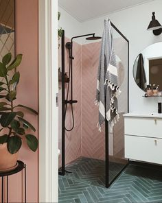A Charming Danish Family Home With a Fabulous Pink Bathroom! - my scandinavian home: A Charming Danish Family Home With a Fabulous Pink Bathroom! White Bathroom, Bathroom Interior, Small Bathroom, Chevron Bathroom, Glass Room Divider, Black Shower, Green Home Decor, Pink Walls, White Walls
