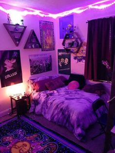 Cute Dorm Ideas, Hippy Bedroom, Hippie Bedroom Decor, Gothic Bedroom, Cute Dorm Rooms, Cute Room Decor, Wall Decor, Neon Room Decor, Room Ideas Bedroom