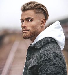 29 Popular Undercut Long Hair Looks for Men Guide) Mens Slicked Back Hairstyles, Long Slicked Back Hair, Haircuts For Long Hair, Long Hair Cuts, Hairstyles Haircuts, Haircuts For Men, Mens Undercut Hairstyle, Modern Haircuts, Medium Hairstyles