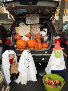Our car for Trunk or Treat! We won the cutest car award! It's the Great Pumpkin Charlie Brown! Halloween Party Invitations, Theme Halloween, Holidays Halloween, Halloween Treats, Halloween Diy, Halloween Decorations, Halloween Cubicle, Room Decorations, Halloween 2019