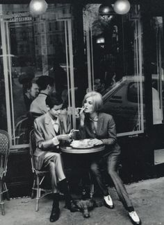 ladies lunching in Paris