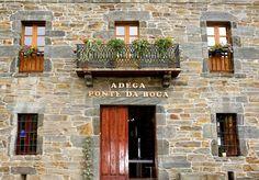"""Adega Ponte da Boga está situada en """"Terra de Caldelas"""", una zona de vinos privilegiados con variedades vitícolas ancestrales, que ya los emperadores romanos disfrutaban."""