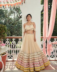 Latest Collection of Lehenga Choli Designs in the gallery. Lehenga Designs from India's Top Online Shopping Sites. Designer Bridal Lehenga, Bridal Lehenga Choli, Indian Lehenga, Indian Gowns, Red Lehenga, Indian Wear, Designer Lehanga, Ghagra Choli, Sharara