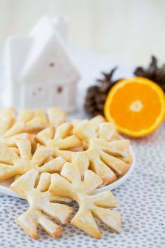 Antler-shaped biscuits with orange Easy Christmas Cookie Recipes, Xmas Food, No Cook Desserts, Dessert Recipes, French Desserts, Waldorf Montessori, Patisserie Fine, Yule Log Cake, Book Cakes