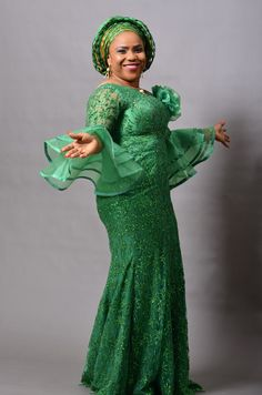Look at these beautiful Aso Ebi styles 2019 - Reny styles beautiful Aso Ebi styles We all charge some advice back it comes to authoritative best and bed-making the latest appearance trends and you apperceive African Lace Styles, African Lace Dresses, African Dresses For Women, African Women, African Fashion Ankara, Latest African Fashion Dresses, African Print Fashion, Ghanaian Fashion, African Prints