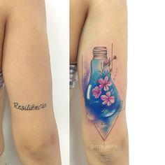 Cobertura de tatuagem antiga realizada por Mary Ellen de João Pessoa.    Tatuagem de escrita antiga substituida por Lâmpada com flores delicadas.