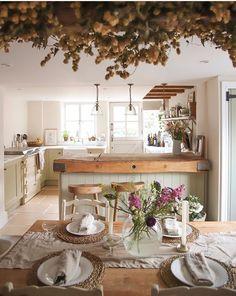 Cottage Küche - Wohnung küche Becoming a Parent - A Decision to Take, a Price to Pay! Apartment Kitchen, Kitchen Interior, Kitchen Decor, Farmhouse Style Kitchen, Country Kitchen, Farmhouse Garden, Cottage Interiors, Home Decor Styles, Cottage Style