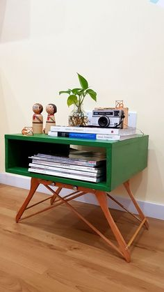 Turn Coat Hangers Into A Coffee Table – DIY projects for everyone! Repurposed Furniture, Cool Furniture, Painted Furniture, Furniture Design, Rustic Furniture, Modern Furniture, Vintage Furniture, Porch Furniture, Business Furniture